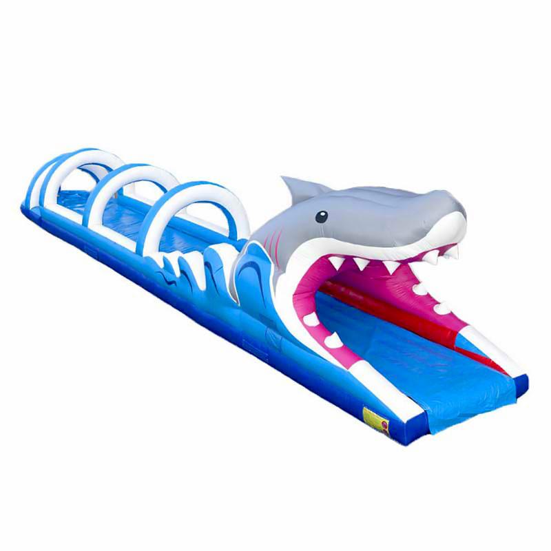 structure gonflable aquatique en forme de requin