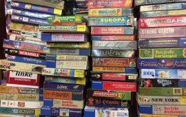 Piles de boîtes de jeux de société
