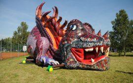 structure gonflable en forme de dragon